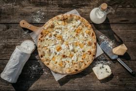 Quatro formaggi-pizza.jpg